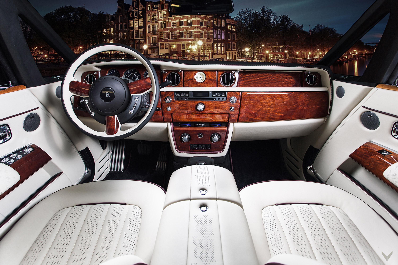 Мы знаем, что машины Rolls-Royce по-прежнему остаются главным символом роскоши и изысканности.