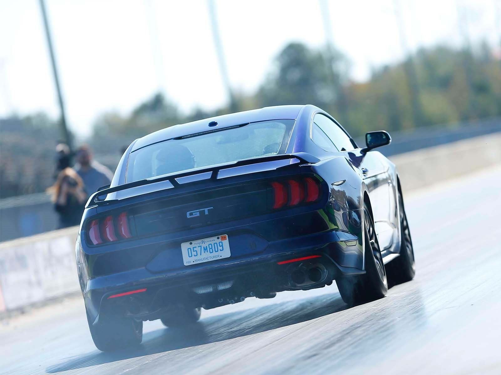 К настоящему времени Ford уже подтвердил, что гибридная версия нынешнего Mustang появится впервые за 50-летюю историю модели.