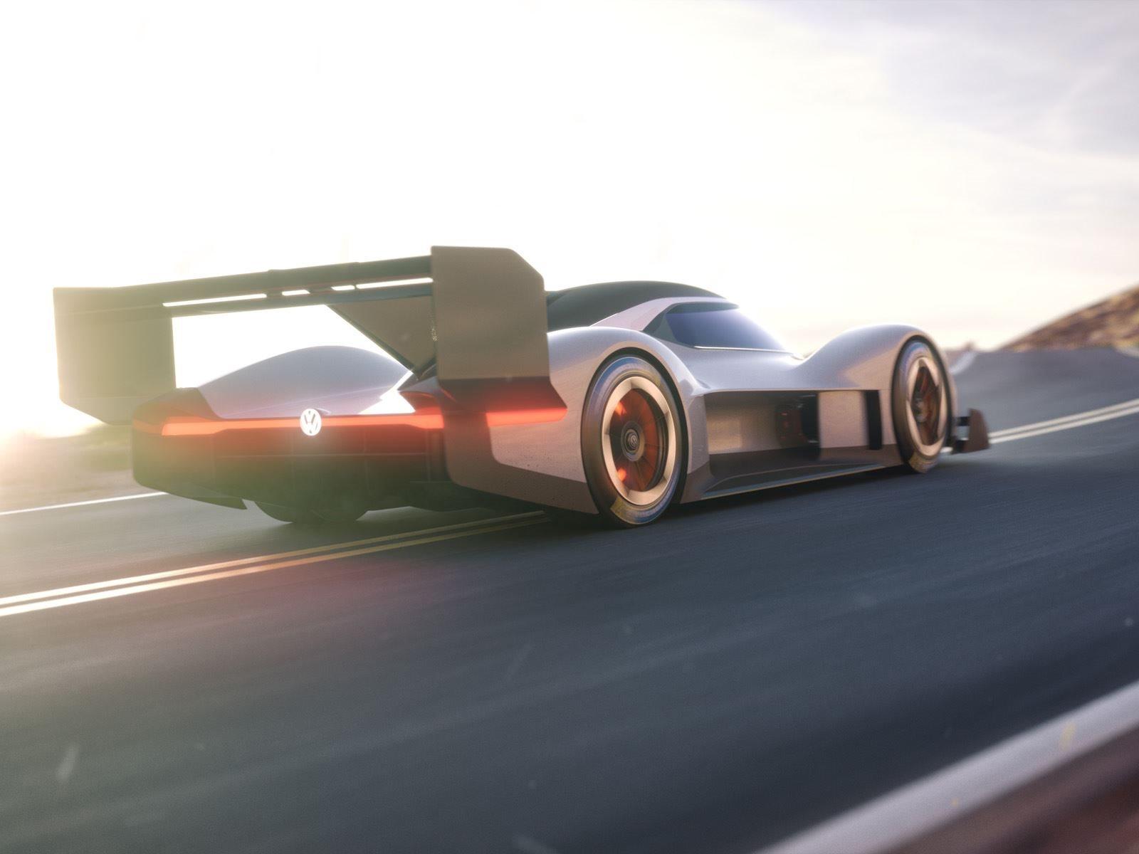 R Pikes Peak способен преодолевать 100 км/ч за 2,25 секунды благодаря общему весу в 1134 кг. Развитие автомобиля и его результат на Pikes Peak Hill Climb дадут информацию инженерам о том, как строить будущие дорожные электромобили. «Pikes Peak, безус