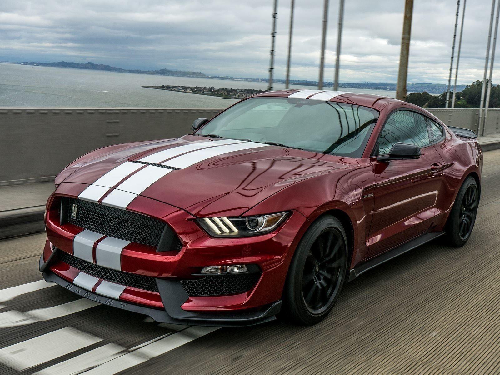Ford уже подтвердил, что новый Mustang получит 700-сильный 5-литровый V8 с турбонаддувом, способным разогнать автомобиль более чем до 320 км/ч. Пока что немного известно о трансмиссии, хотя по слухам он может получить новую 10-ступенчатую автоматичес
