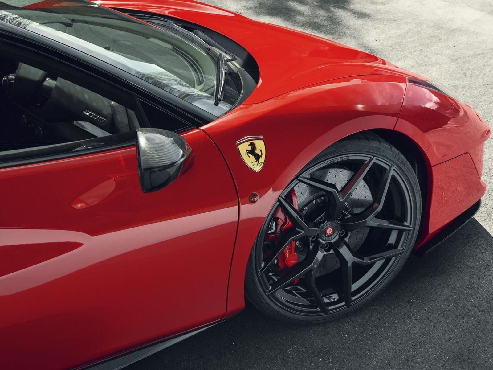 На Женевском автосалоне в этом году Ferrari представил Pista, более хардкорную версию суперкара 488 GTB с приличной мощностью 720 лошадиных сил.