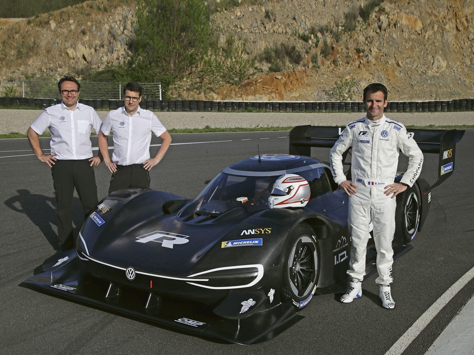 Общий вес составляет около 1135 ru. Как и большинство гоночных автомобилей, I.D. R Pikes Peak используется качестве испытательного стенда для будущих спортивных автомобилей высокой производительности от Volkswagen с точки зрения технологий и производ
