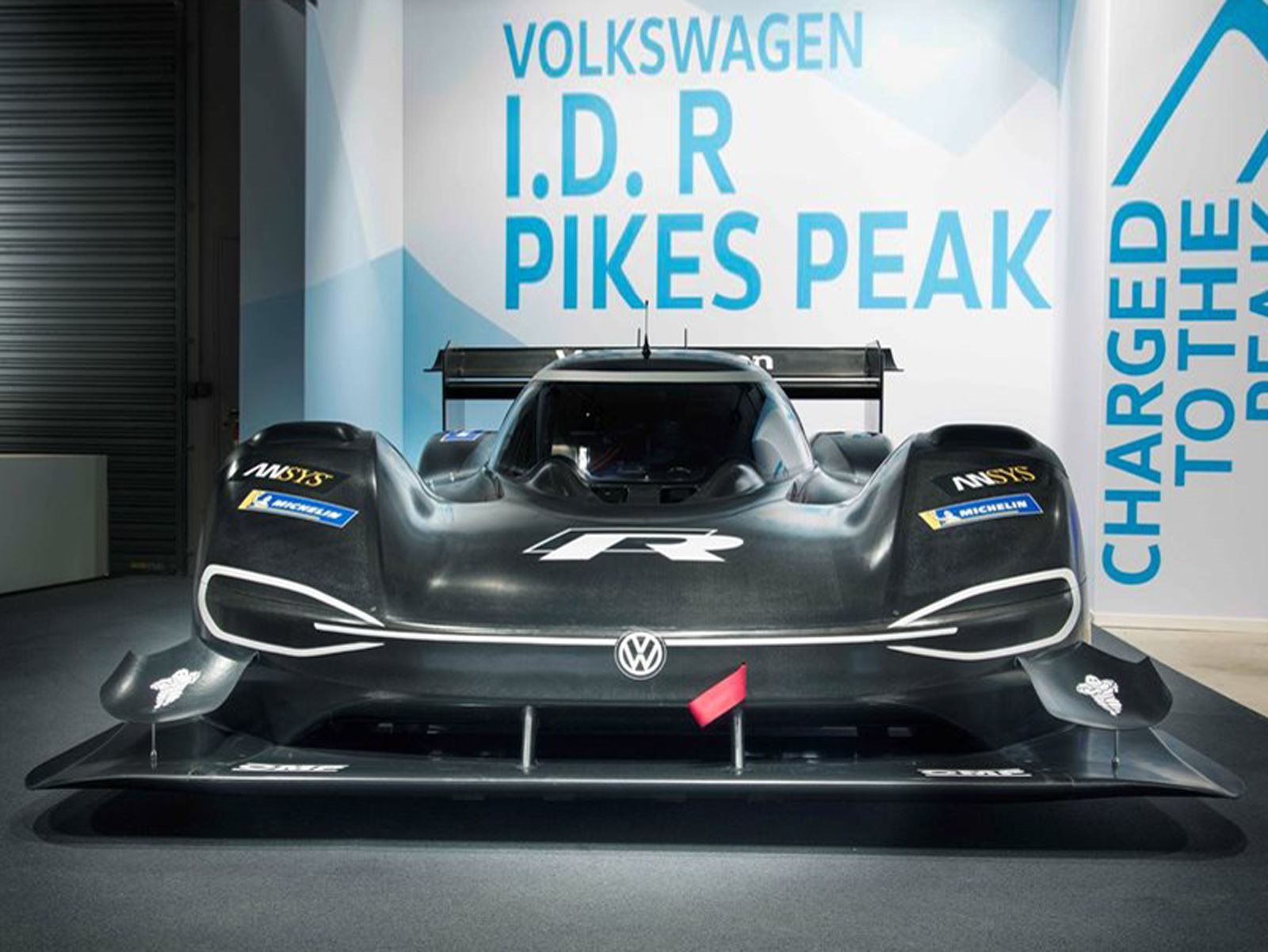 После завершения своего первого круга, трехкратный победитель подъема на холм Пайкс-Пик сказал: «То, что Volkswagen удалось собрать с нуля за последние несколько месяцев, заслуживает большого уважение. Я, конечно, видел первые фотографии автомобиля,