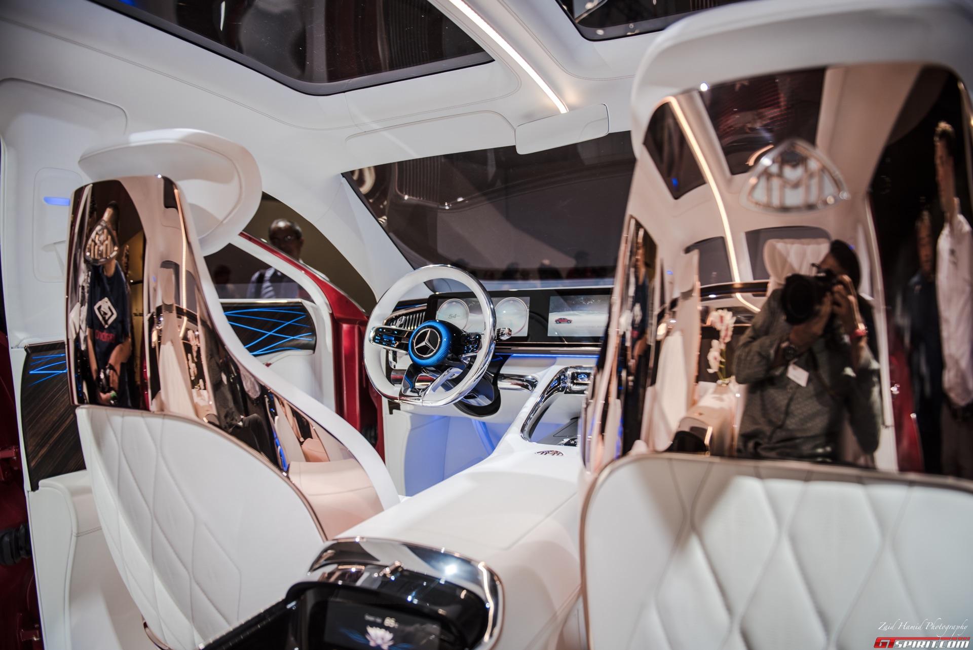 Концептуальный автомобиль представляет собой соединение универсала высокого класса и внедорожника для комфорта одного в сочетании с стильным кузовом другого. Это означает, что концепция имеет преимущество высокой посадки внедорожника и чувственной эс