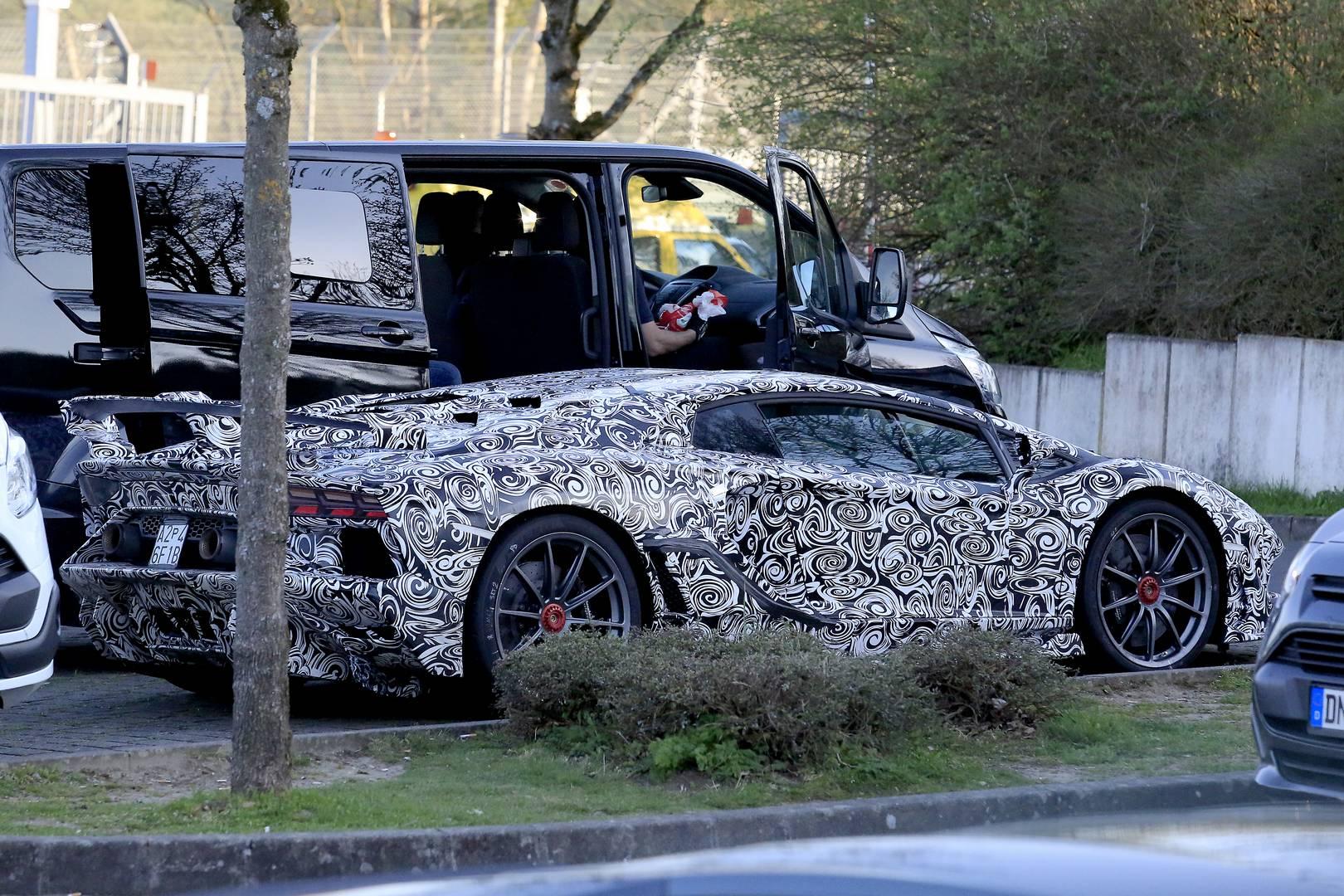 Ясно, что Lamborghini стремится вернуть свой рекорд серийного автомобиля. Вы можете вспомнить Lamborghini Huracán LP 640-4 Performante, который установил ошеломляющее время 6:52,01 и Porsche, который ответил на это в конце прошлого года, временемс 6: