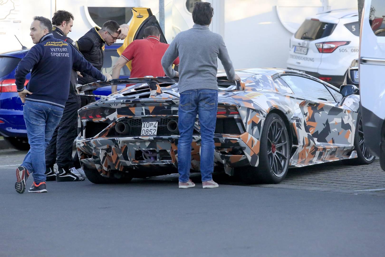 Самая экстремальная версия Lamborghini Aventador на сегодняшний день, Jota, получит глубокий передний сплиттер с вентиляционными отверстиями.