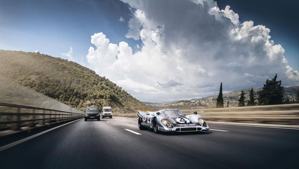 Мы видели, что многие McLaren F1 GTR получают некоторые преобразования для этого, а также помним Maserati MC12 Corsa и Ferrari FXX. Но это, безусловно, самый знаковый автомобиль, вы могли бы представить его на своей улице?