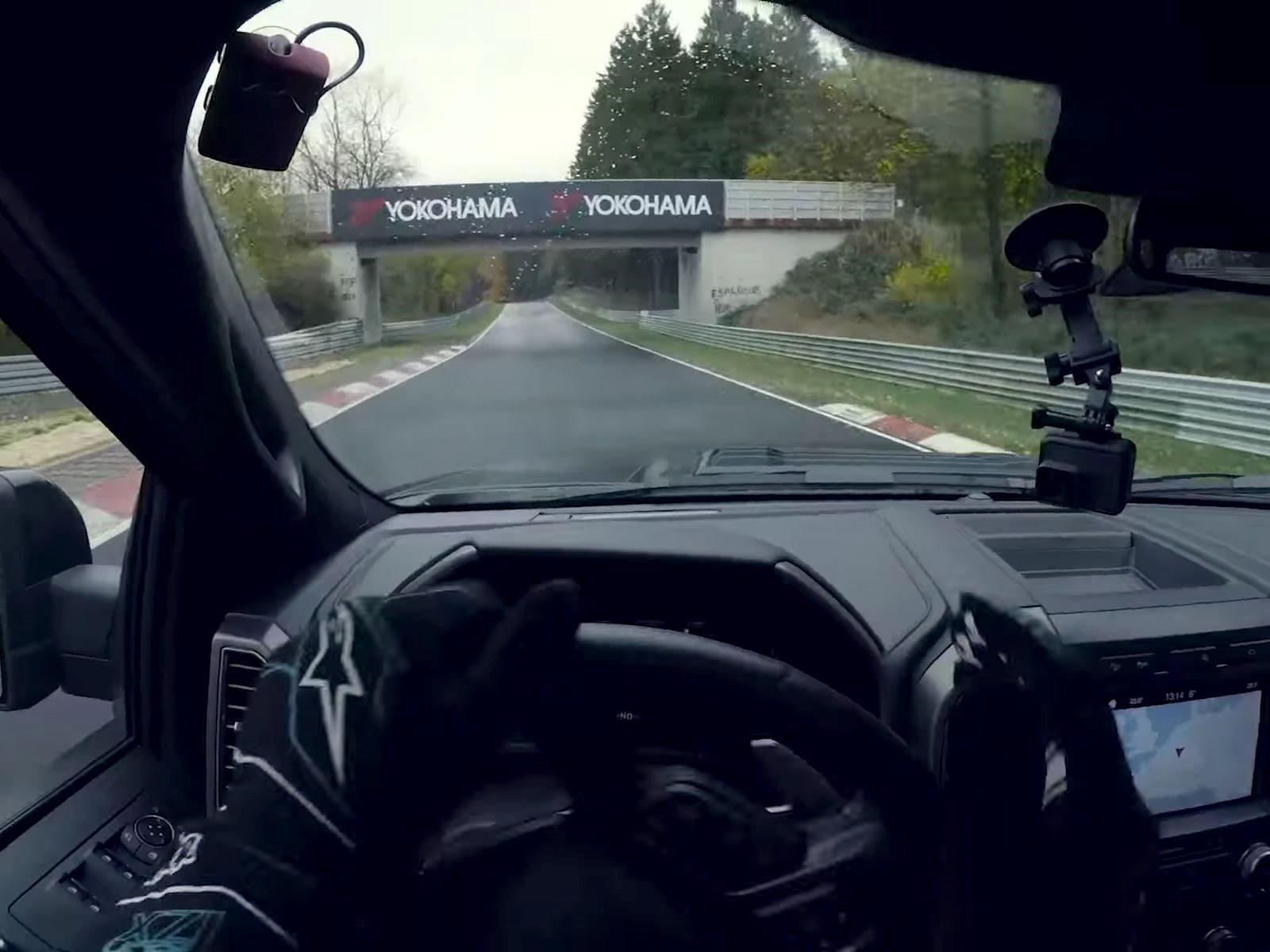 Поэтому он приехал в Германию, чтобы снять одно дрифт-видео с участием его 900-сильного Mustang RTR на Нюрбургринге, но дождь, дождь никак не кончался Но потом он подумал: «Эй, поскольку дрифтить на Мустанге под дождем скучно, давайте поиграем в «Rap