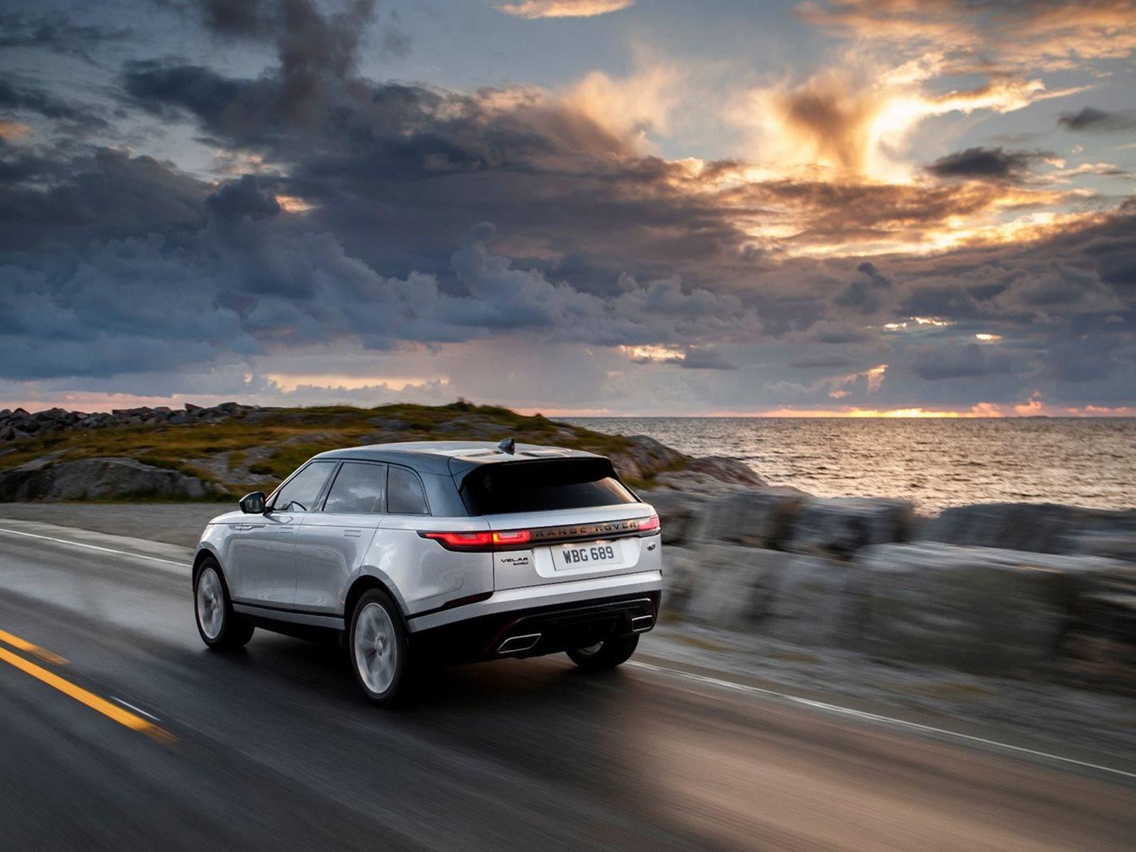 Jaguar Land Rover в настоящее время не предлагает кабриолет Range Rover Velar, и, насколько нам известно, и не намерен. Однако Velar без крыши стал реальностью. Но это не уникальная спецификация, созданная специальными Jaguar Land Rover. Нет, то, что