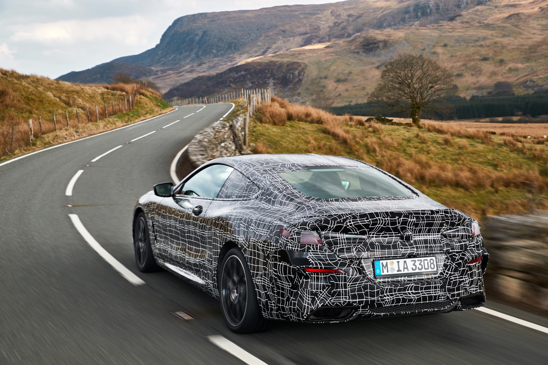 «Прежде всего, восьмицилиндровый блок гармонично сочетается с еще более развитой передачей Steptronic при динамическом ускорении. В то же время, звуковое развитие спортивной системы выхлопа достоверно отражает мощность автомобиля. И благодаря BMW xDr