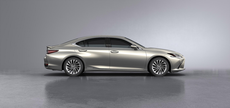 Инженерная команда сделала много, чтобы убедиться, что новая машина ES может стать достойным соперником других автомобилей в этом сегменте. Автомобиль имеет эффективный 2,5-литровый четырехцилиндровый бензиновый агрегат Atkinson, а также более компак