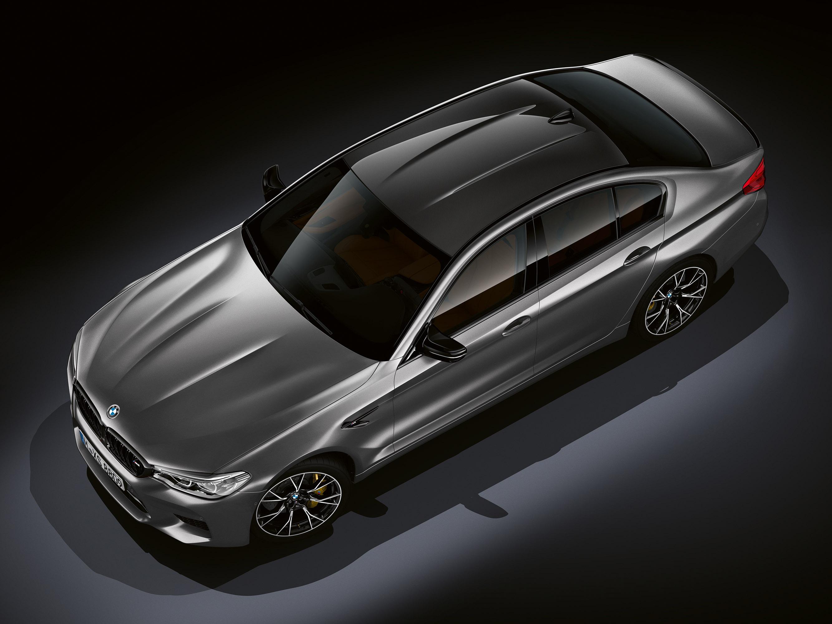 Кроме того, автомобиль получил специальную выхлопную систему M Sport и новое шасси.