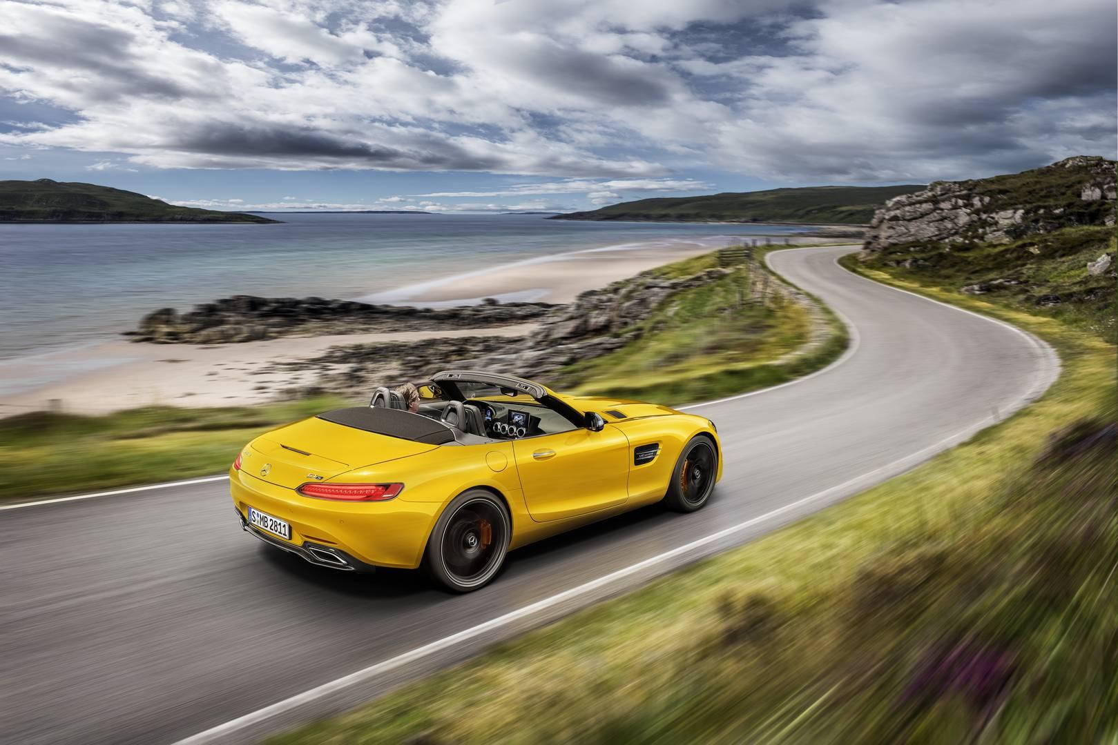 Спустя год после запуска Mercedes-AMG GT Roadster, автопроизводитель анонсировал новость о том, что скоро будет доступна новая модель.