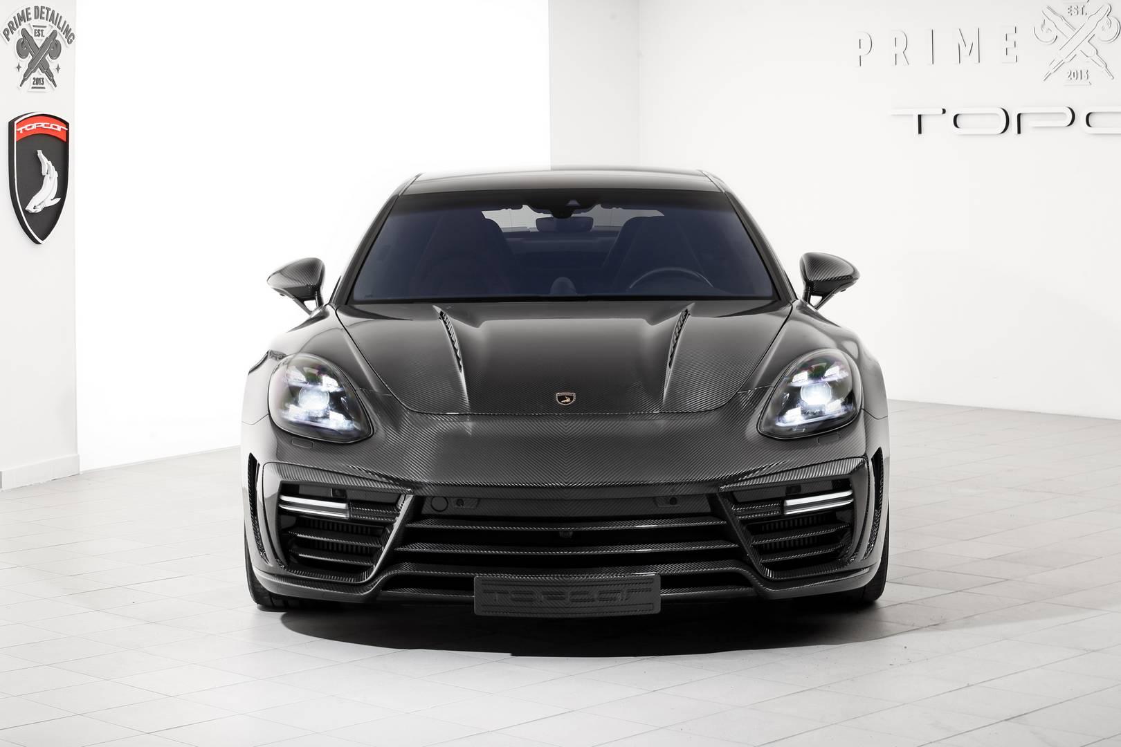 Проект, основанный на 911, PST-911 Stinger GTR. Мы видели это раньше на Женевском автосалоне, и он выглядит довольно аккуратно. Пакет Carbon Edition от TopCar более совершенен, чем отдельные детали, которые предлагаются для других 911.