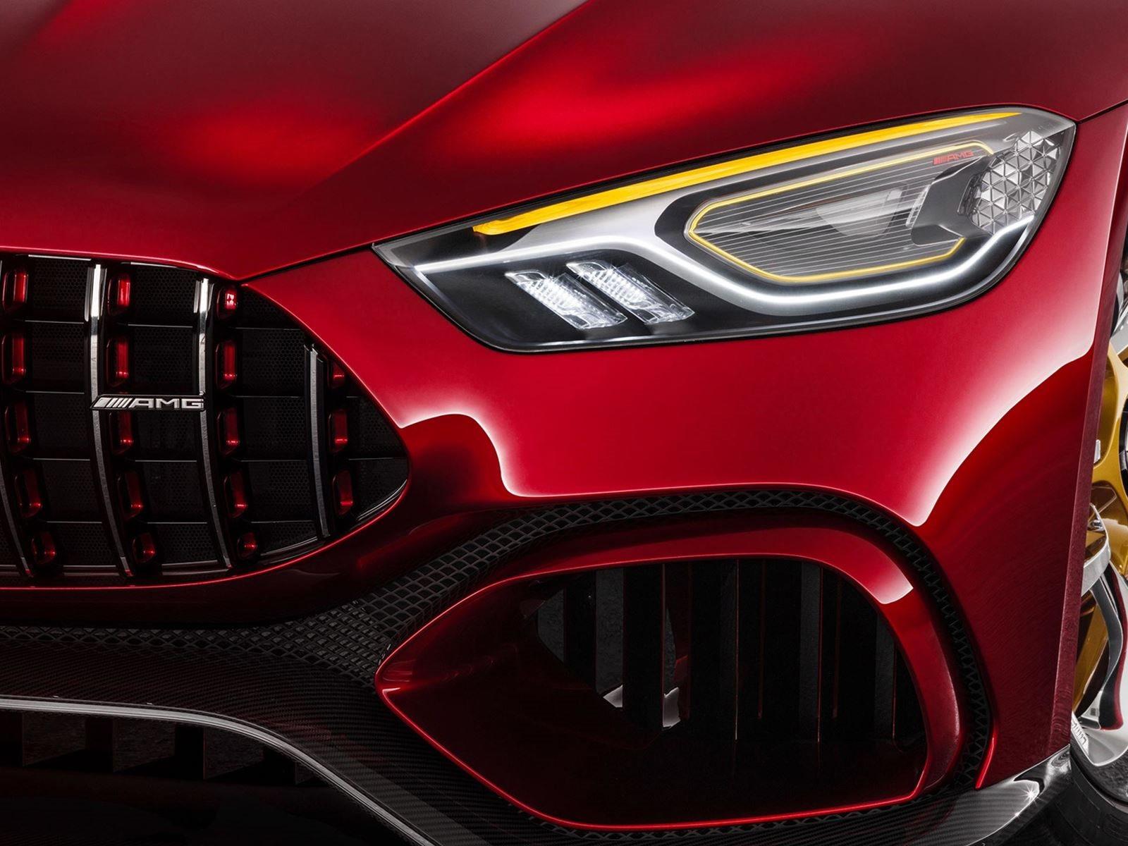 Вспомните Женевский автосалон 2017  и дебют Mercedes-AMG GT Concept, который был превью AMG GT 4-Door Coupe. Потрясающий концепт-кар супер-седана мощностью 805 л.с. был оснащен 4-литровым турбированным V8 с электродвигателем от AMG. К сожалению, этот