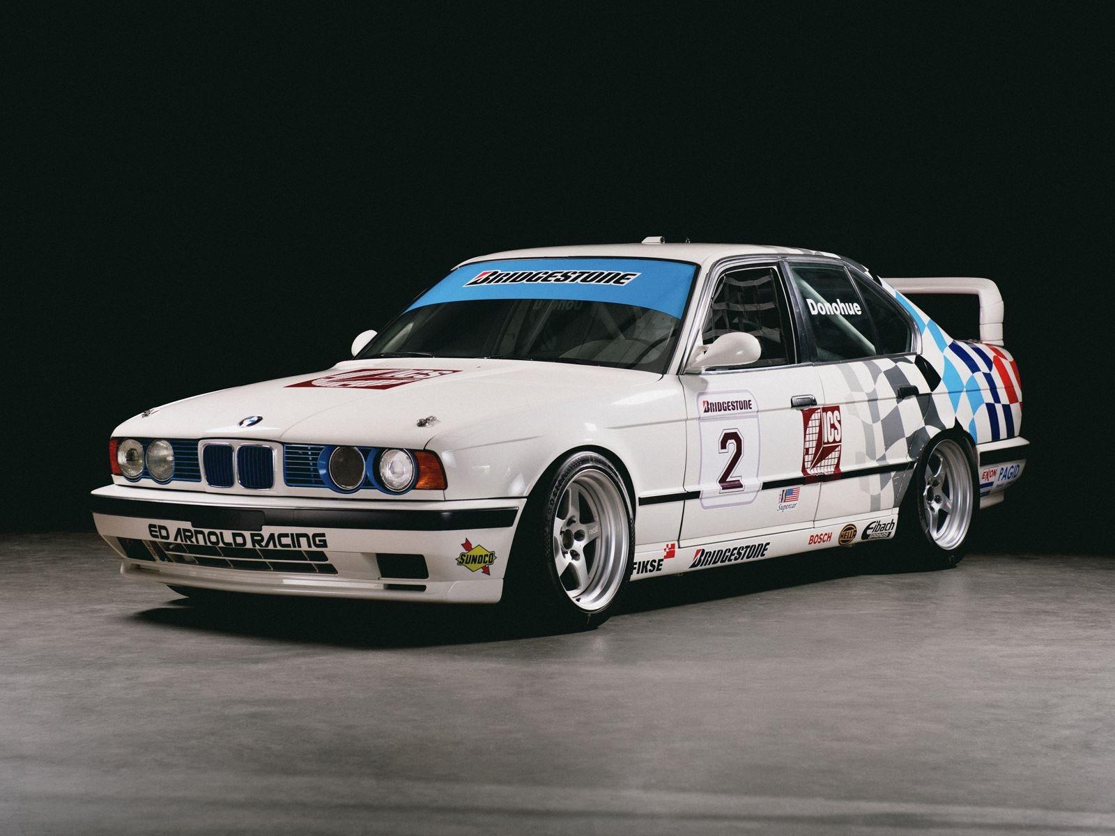 BMW имеет долгую и очень успешную историю в автоспорте. Новые технологии, разработанные BMW для этой высококонкурентной области, часто проникают в обычные серийные автомобили. Чтобы отпраздновать 75-летие немецкого автопроизводителя в автоспорте, BMW