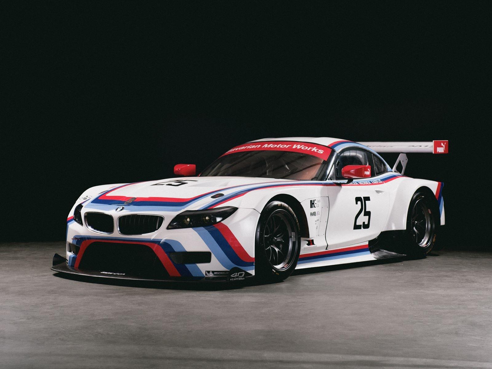 Совсем скоро выставка откроется для широкой публики, наряду со второй уникальной выставкой под названием «The Icon: 50 Years of 2002» в честь легендарного BMW 2002. «Выставка «Герои Баварии» демонстрирует заслуживающие внимания гоночные автомобили BM