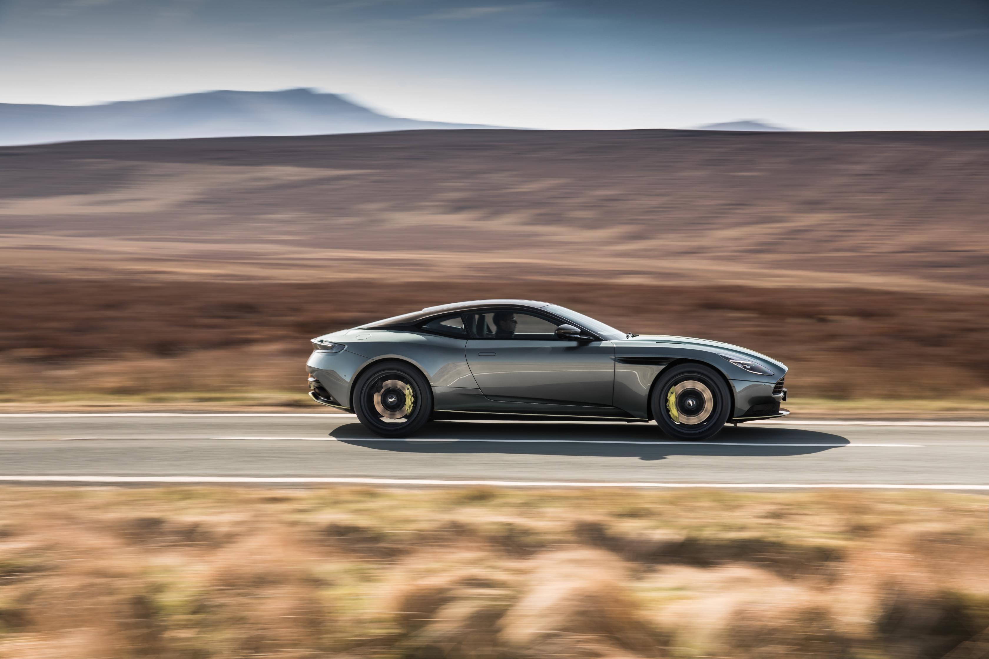 Мы слышали о планах Aston Martin относительно Lagonda и V12 Vantage V600 на прошлой неделе.