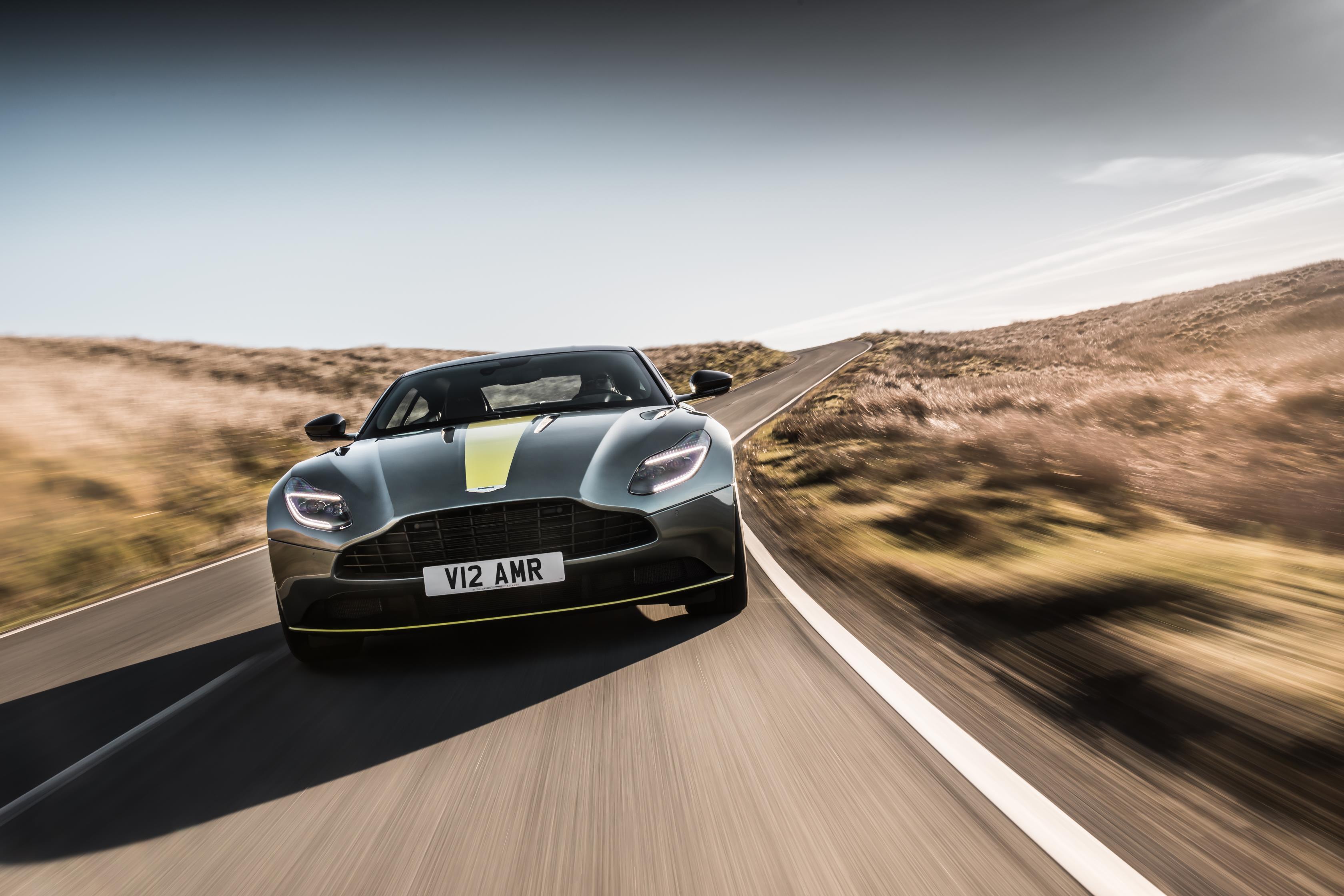 А на этой неделе Aston Martin представил нечто совершенно новое и очень реальное - Aston Martin DB11 AMR.