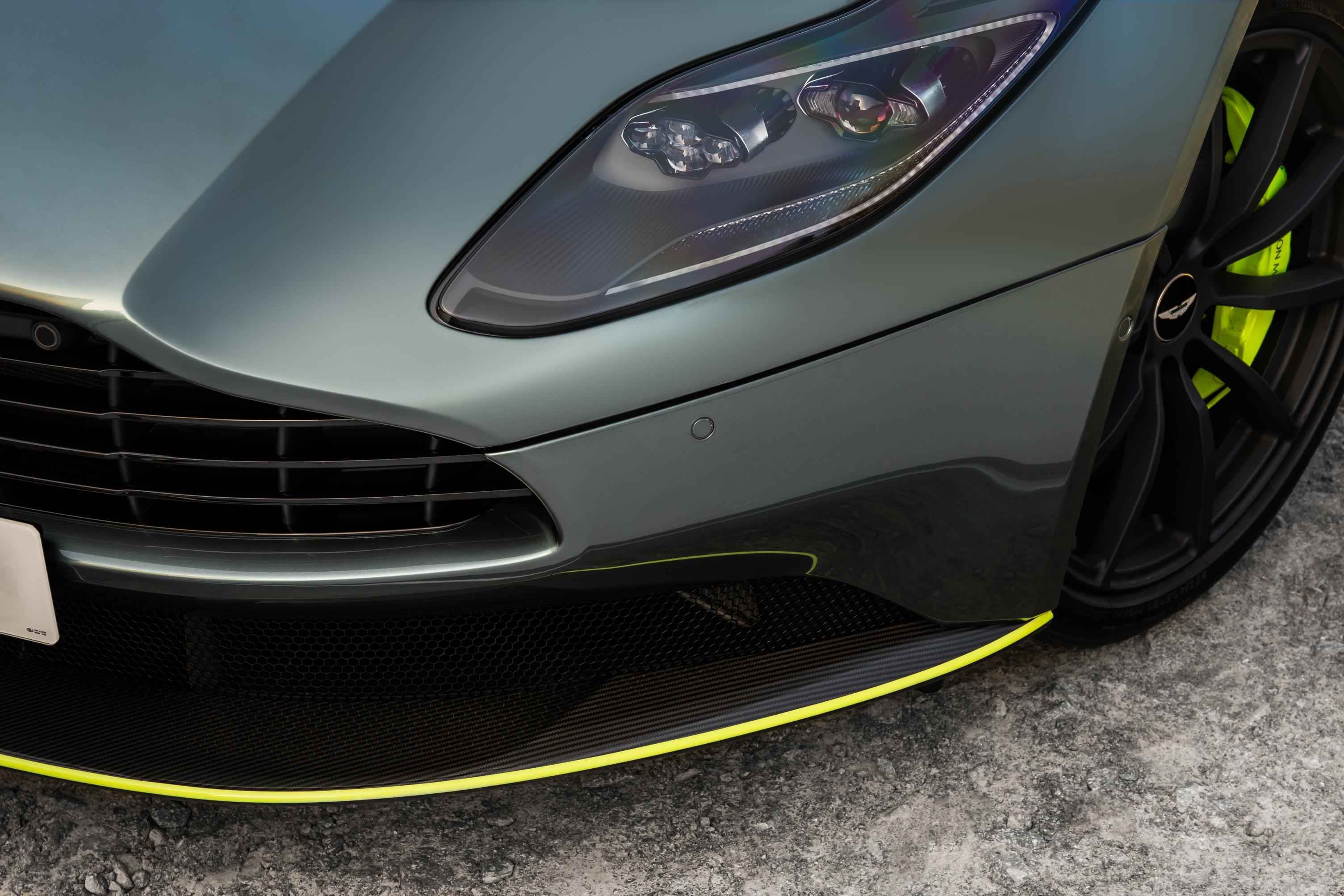 Президент и главный исполнительный директор Aston Martin д-р Энди Палмер сказал: «С момента своего первоначального запуска в 2016 году диапазон DB11 созревал быстро и разумно, продавая около 4200 экземпляров V12 в этот период. С уникальным V8 Coupe и