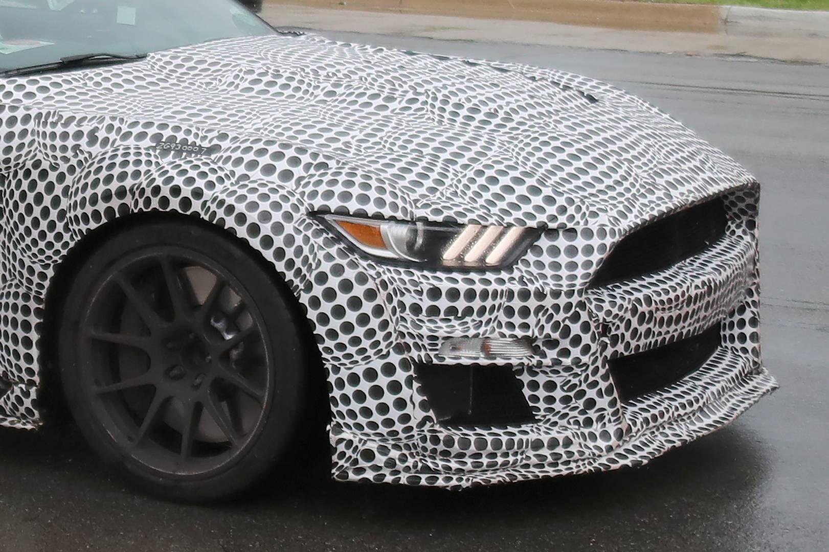 Ford Mustang Shelby GT500 представляет топовый автомобиль линейки Ford Mustang.