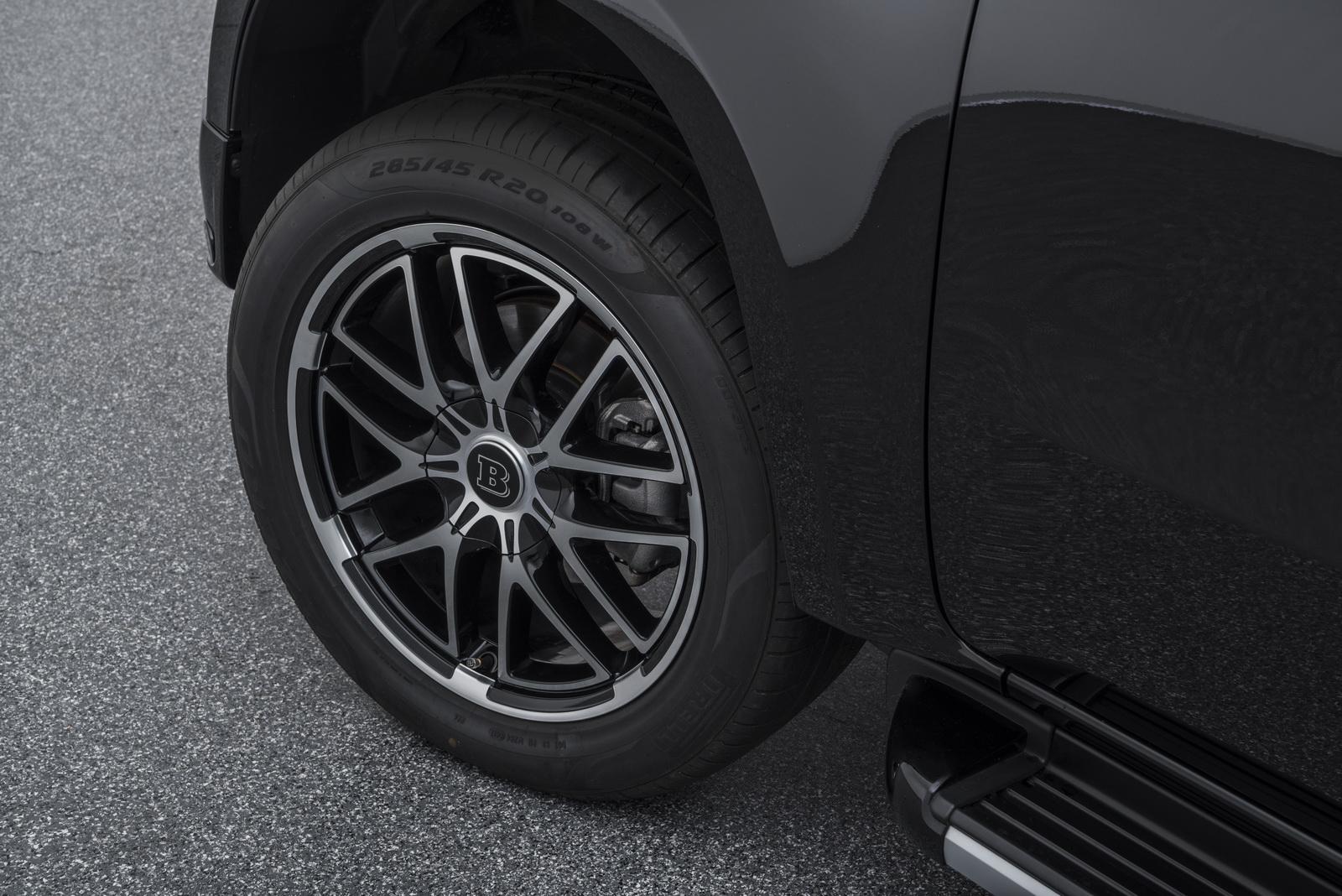 X-Class стоит на 20-дюймовых колесах Brabus Monoblock X, обутых спереди и сзади в шины размером 285/45 R20. Внутри доступны различные детали от Brabus, начиная от элементов из нержавеющей стали и заканчивая полностью сделанными на заказ интерьерами.