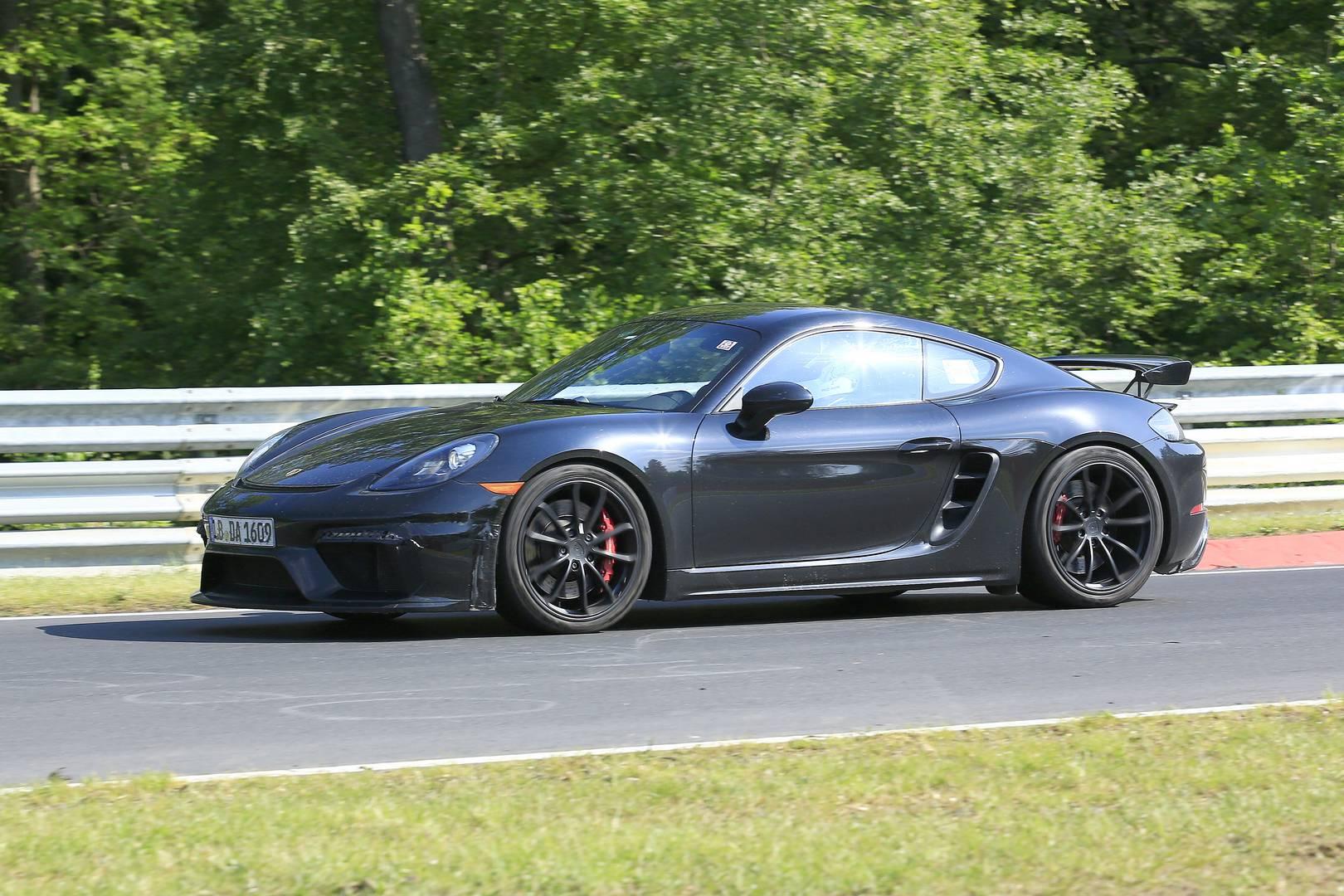 С успехом 911 R, 911 T и модернизированными моделями RS можно с уверенностью сказать, что Porsche находится на выигрышной полосе на данный момент. Если верить слухам, что Cayman GT4 преумножит этот успех.