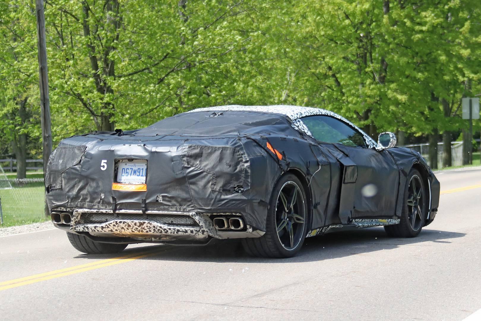 До этого каждый Corvette был спортивным автомобилем с задним приводом. Версия с средним расположением двигателя была бы заметным нарушением традиции.