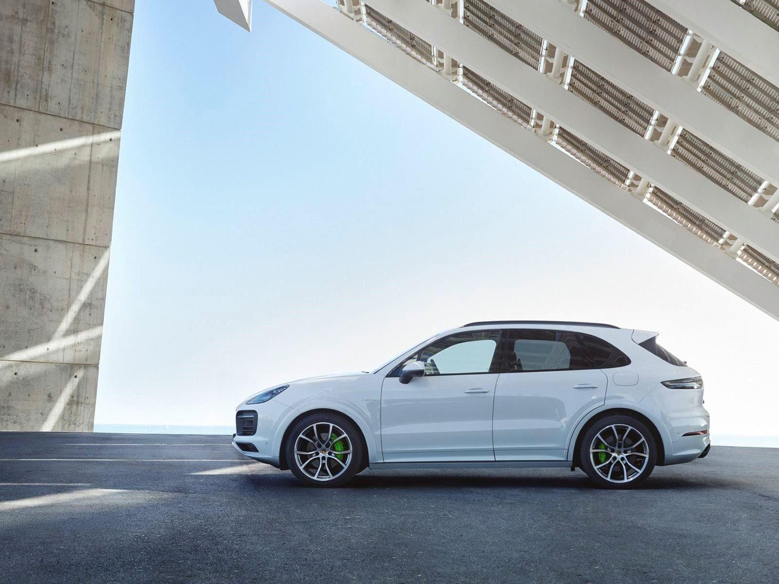 По словам менеджера Porsche SUV Powertrains, Фридмана Хеллера, бренд задумывается о дизельном V6 для Cayenne . «Я могу сказать, что мы планируем предложить дизельный Cayenne, но пока мы понаблюдаем за спросом и должны дождаться подходящего времени»,