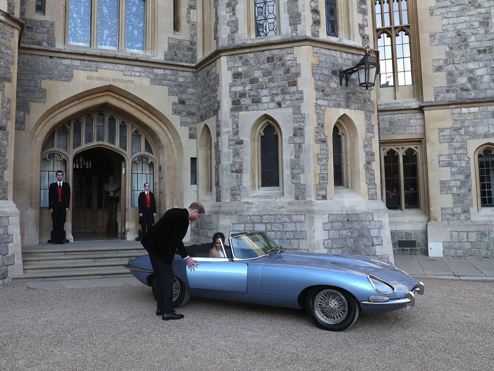 Также здесь появился оригинальный 1950 Rolls-Royce Phantom IV королевы.