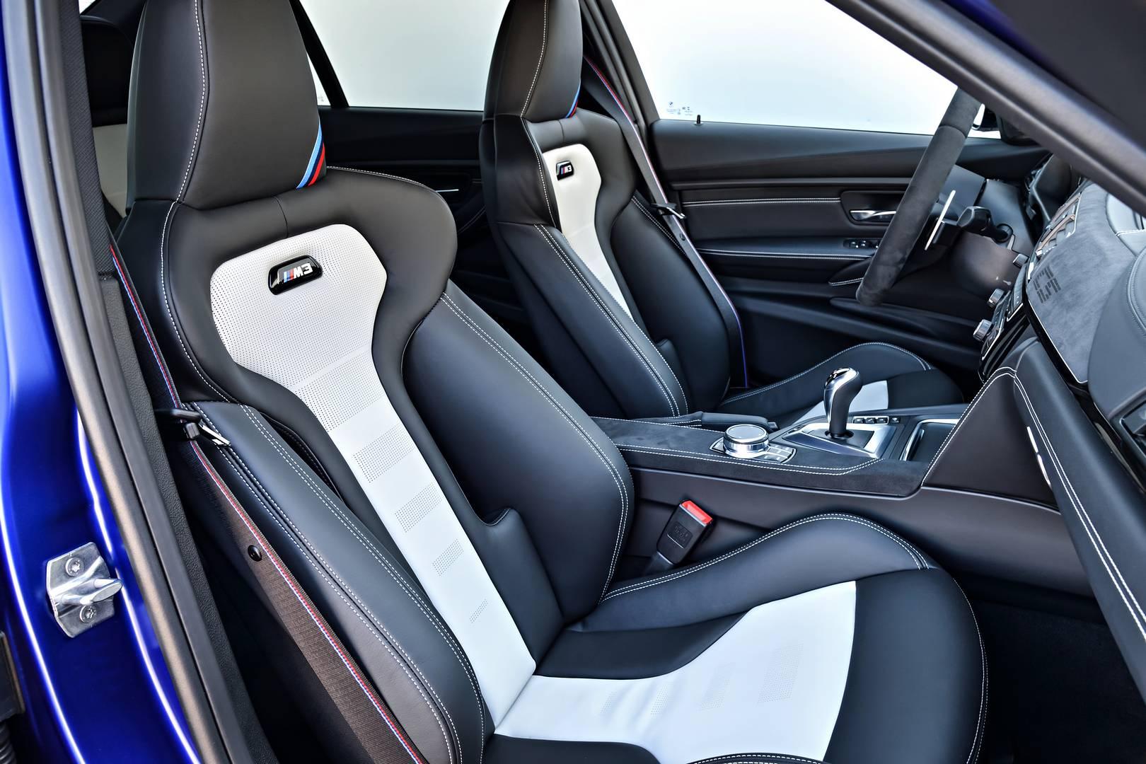 На американском рынке потрясающий BMW M3 CS продается за 97 400 долларов США; в Германии - за 113 700 евро. Тем не менее, вам повезет, если вы его получите. Всего 1200 экземпляров планирует построить BMW.