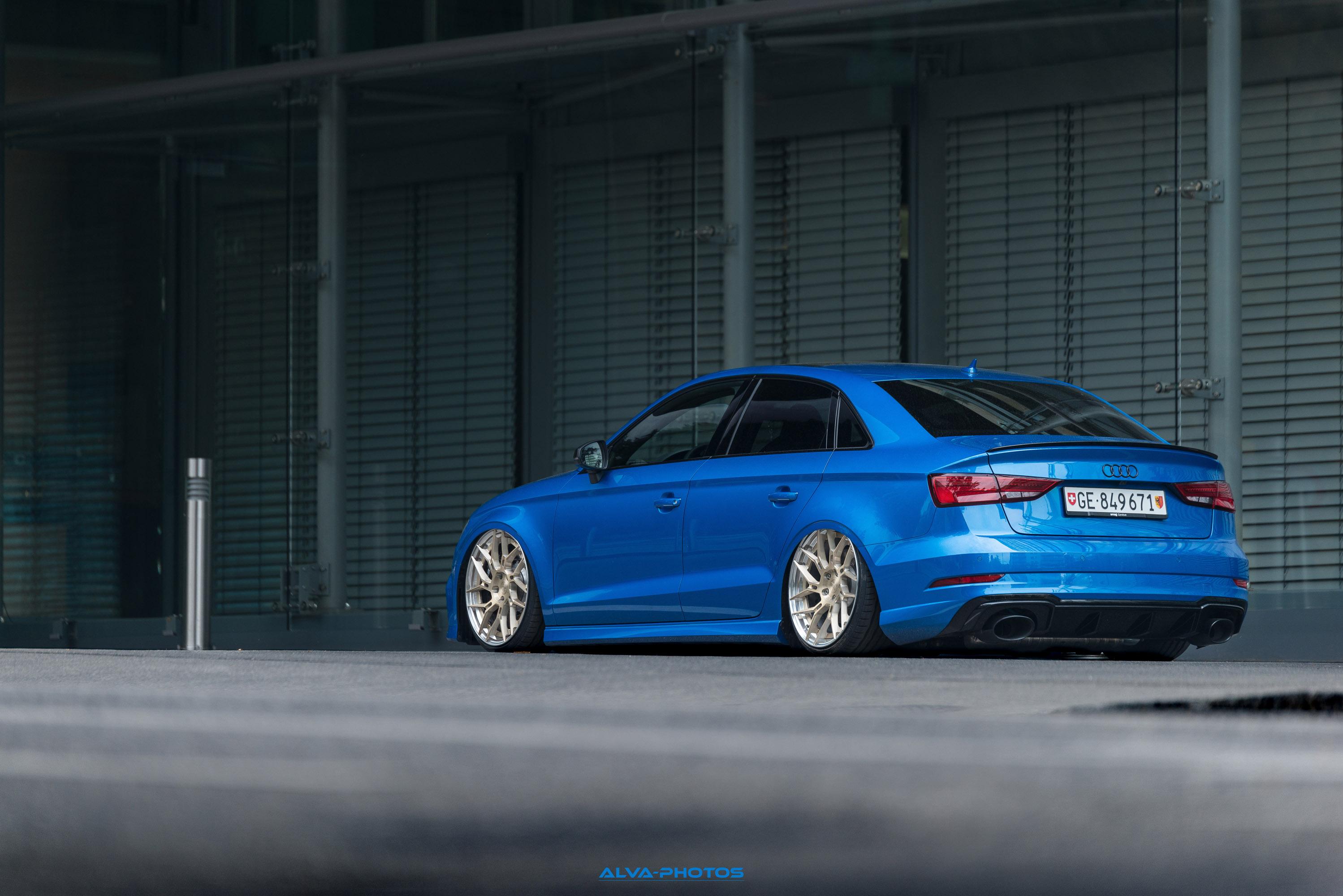 Кроме того, общая высота Audi была уменьшена, что способствует лучшей устойчивости на дороге и треке.