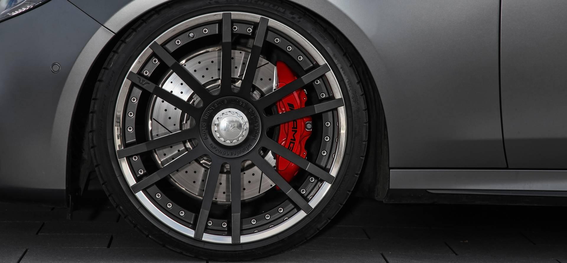 Модификации поставляются с неограниченной гарантией на двигатель и вспомогательные детали в течение 24 месяцев.
