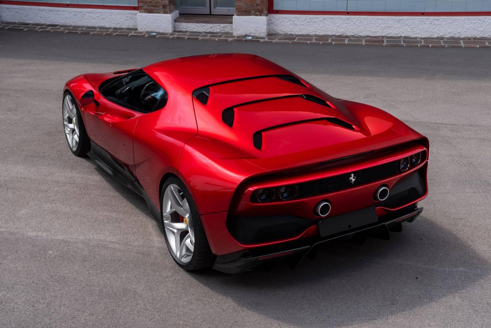 SP4 на основе платформы 488 GTB был создан в Fiorano для особенного клиента. Разработанный в Ferrari Style Centre, SP38, как говорят, был вдохновлен культовым Ferrari F40.