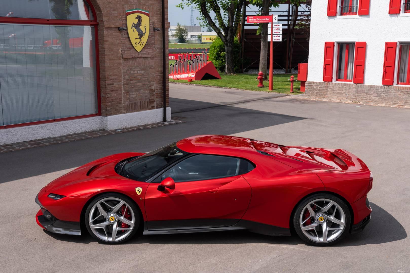 Последним проектом, который мы видели, был Ferrari J50, ограниченный серийный выпуск из 10 автомобилей, предназначенных для Японии. Сегодня была выпущена новая модель - Ferrari SP38.