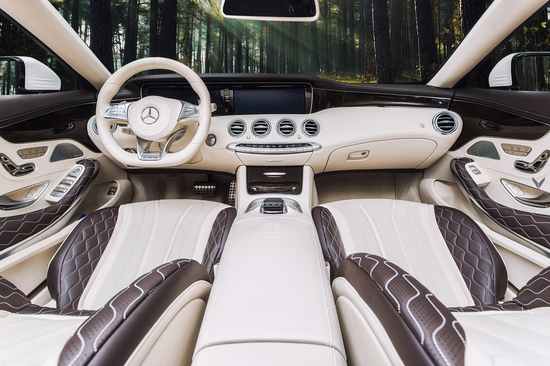 Оригинальный дизайн салона Mercedes-AMG красивый и стильный, но здесь мы говорим о людях, которые прославились своим дизайнерским опытом. Для этого конкретного проекта команда Vilner решила быть скромной в персонализации. Ателье оставило нетронутыми