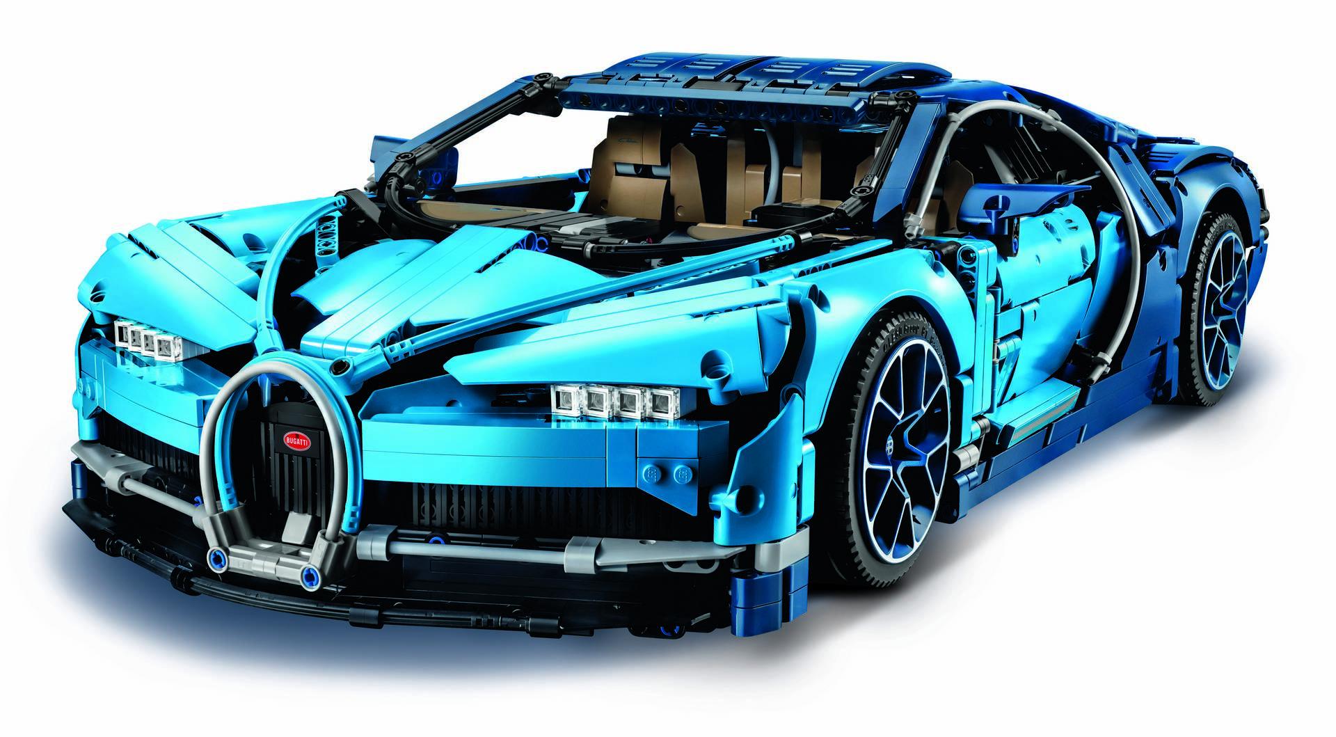 1:8 Lego Technic Bugatti Chiron доступен непосредственно в Lego с 1 июня, розничные сети начнут продавать Chiron с 1 августа 2018 года.