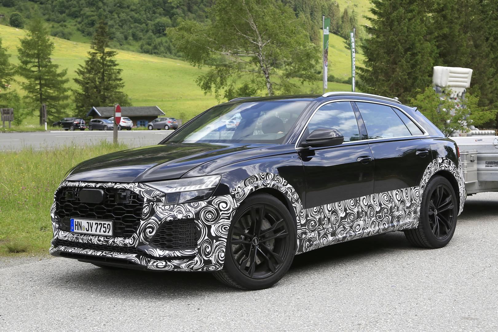 Испытательный автомобиль демонстрирует легкие модификации, мы подозреваем, что на этом этапе инженеры Audi больше сосредоточены на том, что находится у него внутри. Автомобиль получает более широкие колесные арки с сигнальными блистерами quattro. Пер