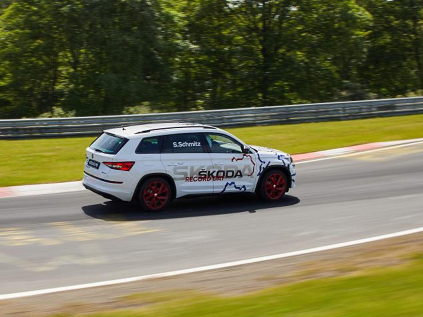 Шмитц славится тем, что управляла несколькими весьма крупными автомобилями на треке, включая фургон Ford для Top Gear.