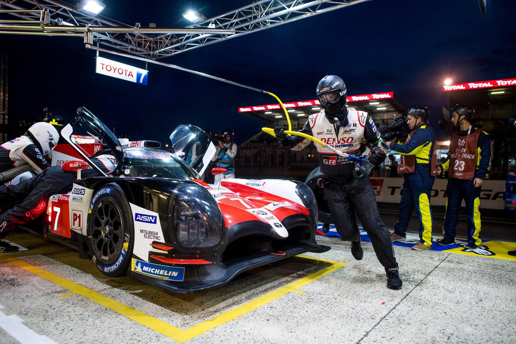 Интрига состояла с том, какой именно автомобиль Toyota одержит победу.