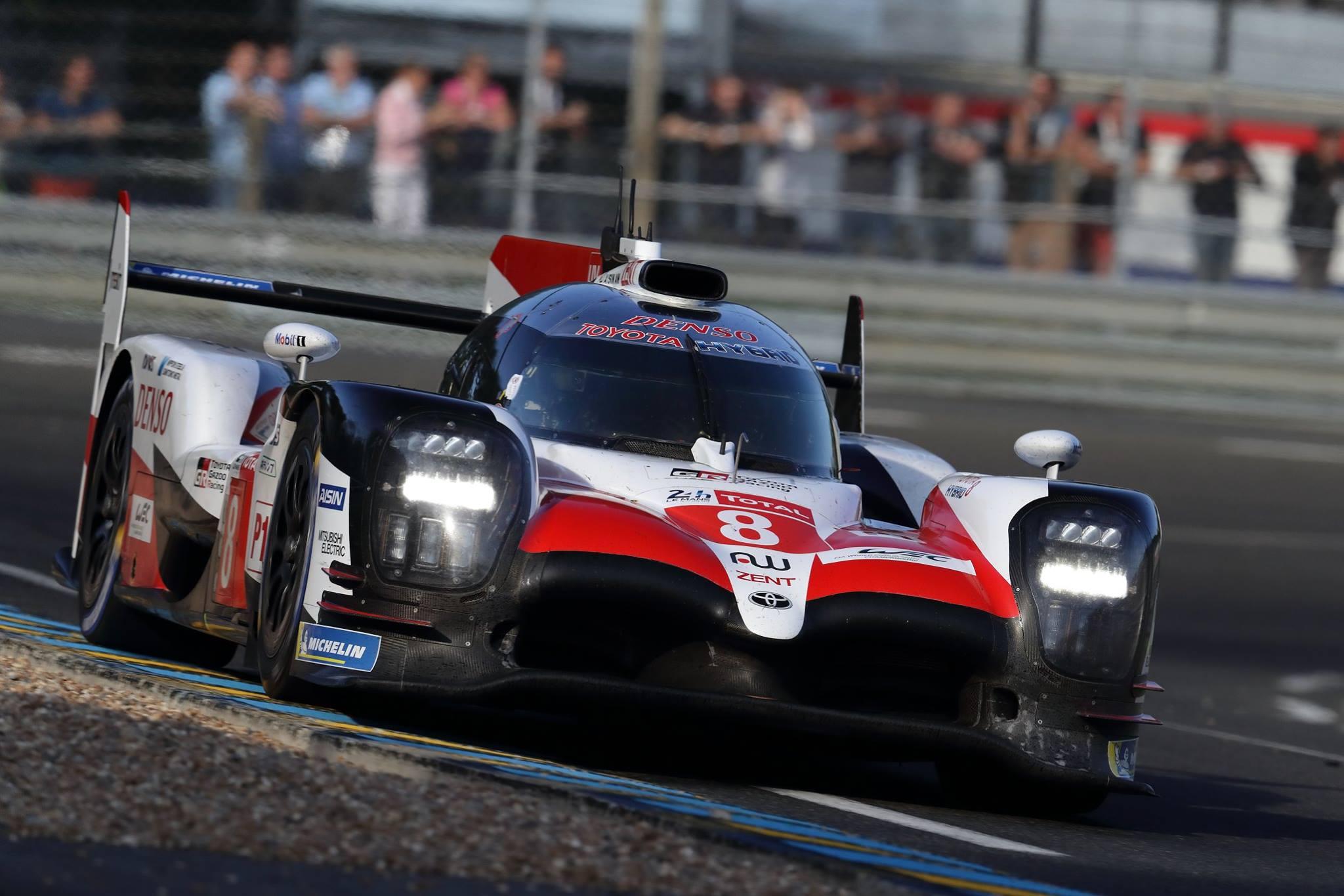 Гоночная команда Toyota Gazoo наконец-то выиграла победу в легендарной 24-часовой гонке Ле-Ман.