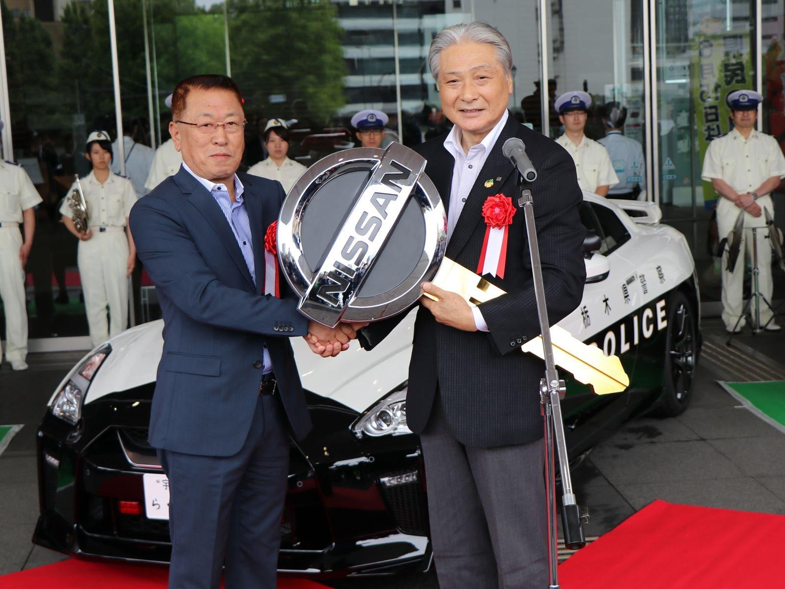 И тогда этот Nissan GT-R может вас поймать и, скорее всего, вы не будете управлять чем-то, что сможет его обогнать. Не многие автомобили могут. Nissan только что объявил, что житель префектуры Тотиги пожертвовал этот 565- сильный GT-R в местный отдел