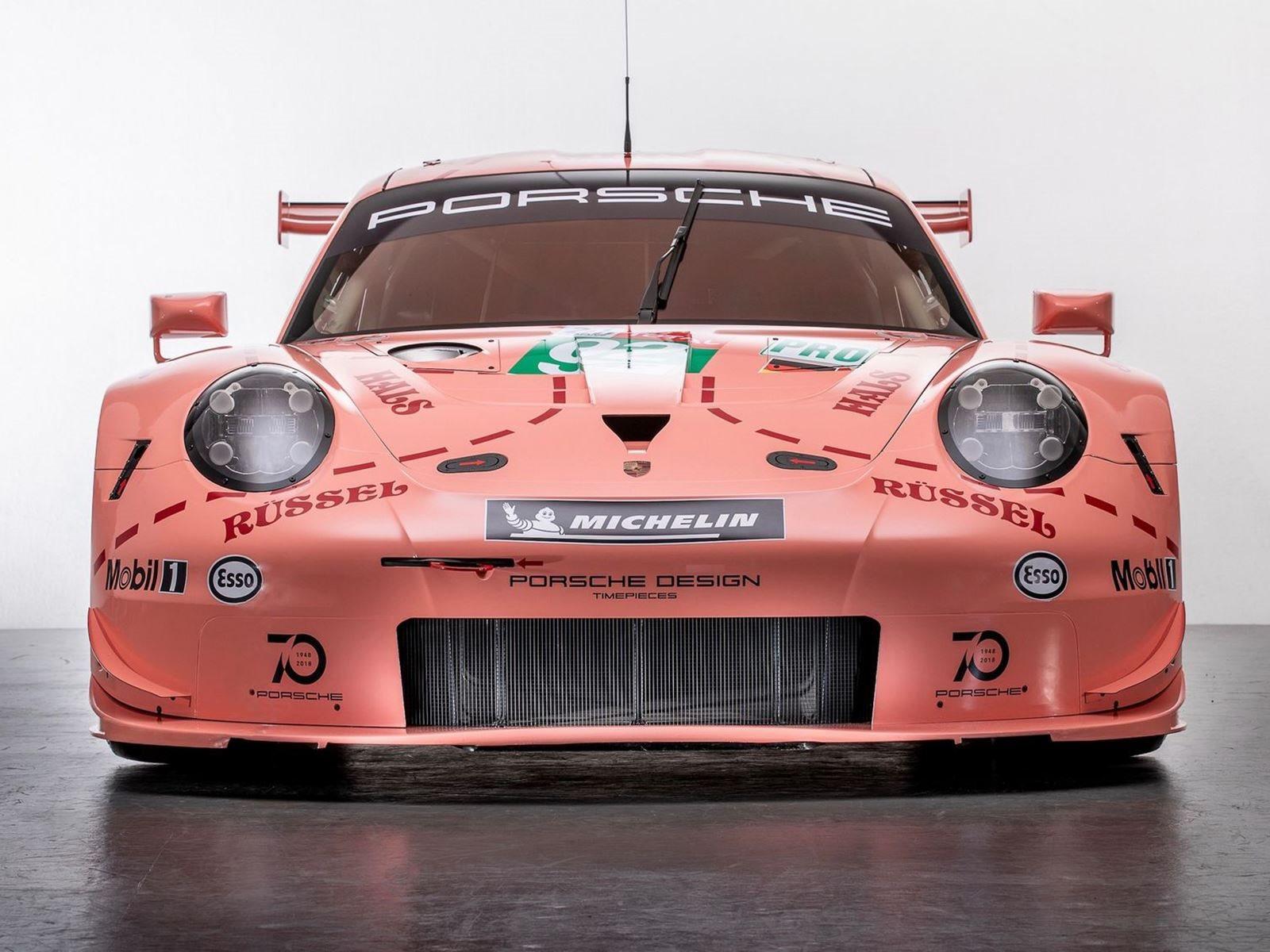 Porsche даже вытащил чучело свиней из Ikea и раздавал свинину своим поклонникам на гонке. Компания также назвала каждый pitstop  -