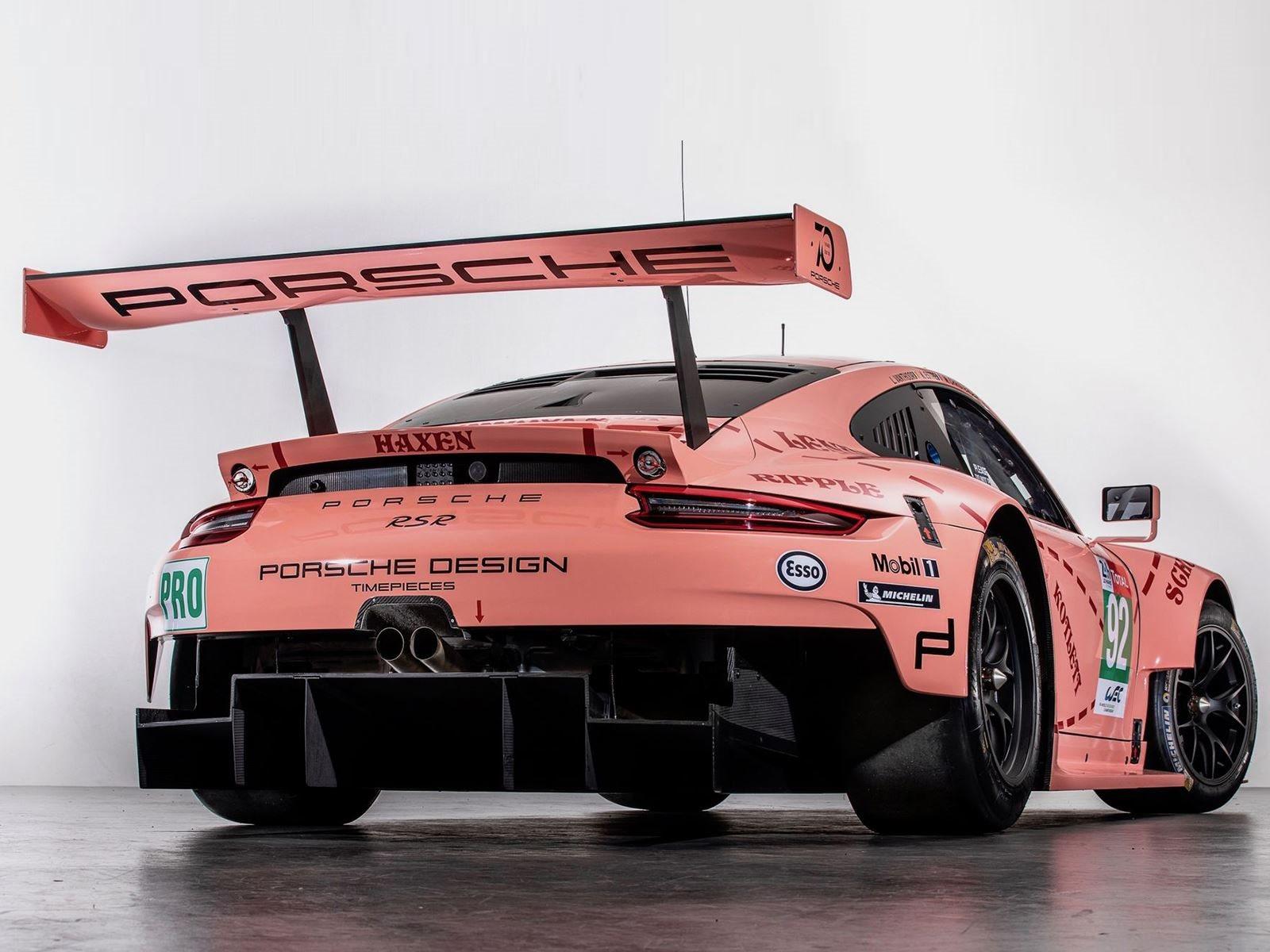 № 92 Porsche 911 RSR, который выиграл класс LMGTE Pro, был разрисован уникальной розовой ливреей, которая напоминает нам старый Pink Pig Porsche 917/20 1971 года.
