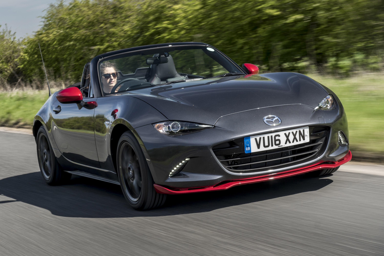 Mazda MX-5 также обладает некоторыми новыми технологиями - Advanced Smart City Brake Support, которая отслеживает автомобили и пешеходов и позволяет избежать столкновений, Smart City Brake Support (Reverse), которая обнаруживает препятствия и людей,