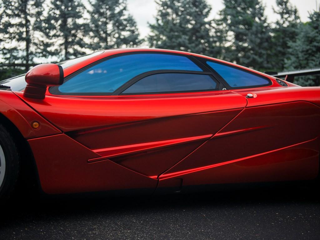 Те, у кого хорошая память, должны немедленно вспомнить этот F1 с аукциона RM Monterey 2015. Он был частью коллекции кульминационной вершин и ушел за 13 750 000 долларов.