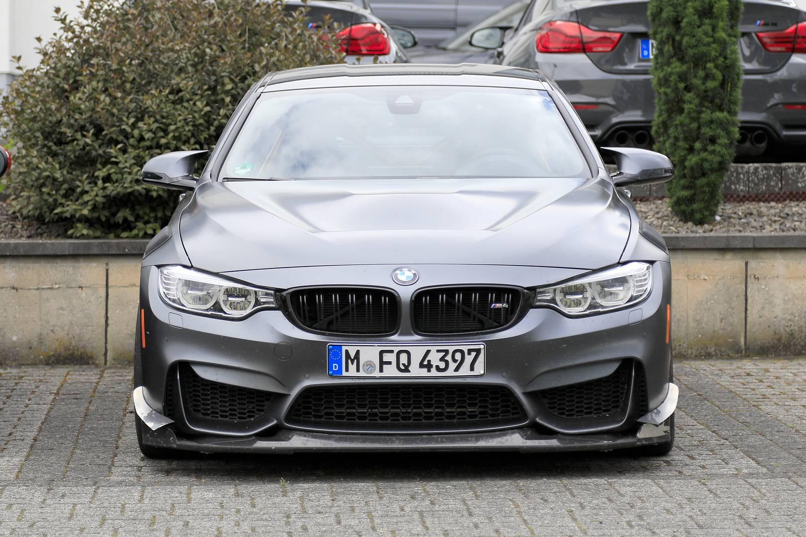 На этой неделе он был замечен вблизи Нюрбургринга, что, возможно, указывает на намерения BMW улучшить текущее время круга M4 – 7:28. Источники предполагают, что он получит повышение мощности, чтобы больше соответствовать модифицированному кузову. Но