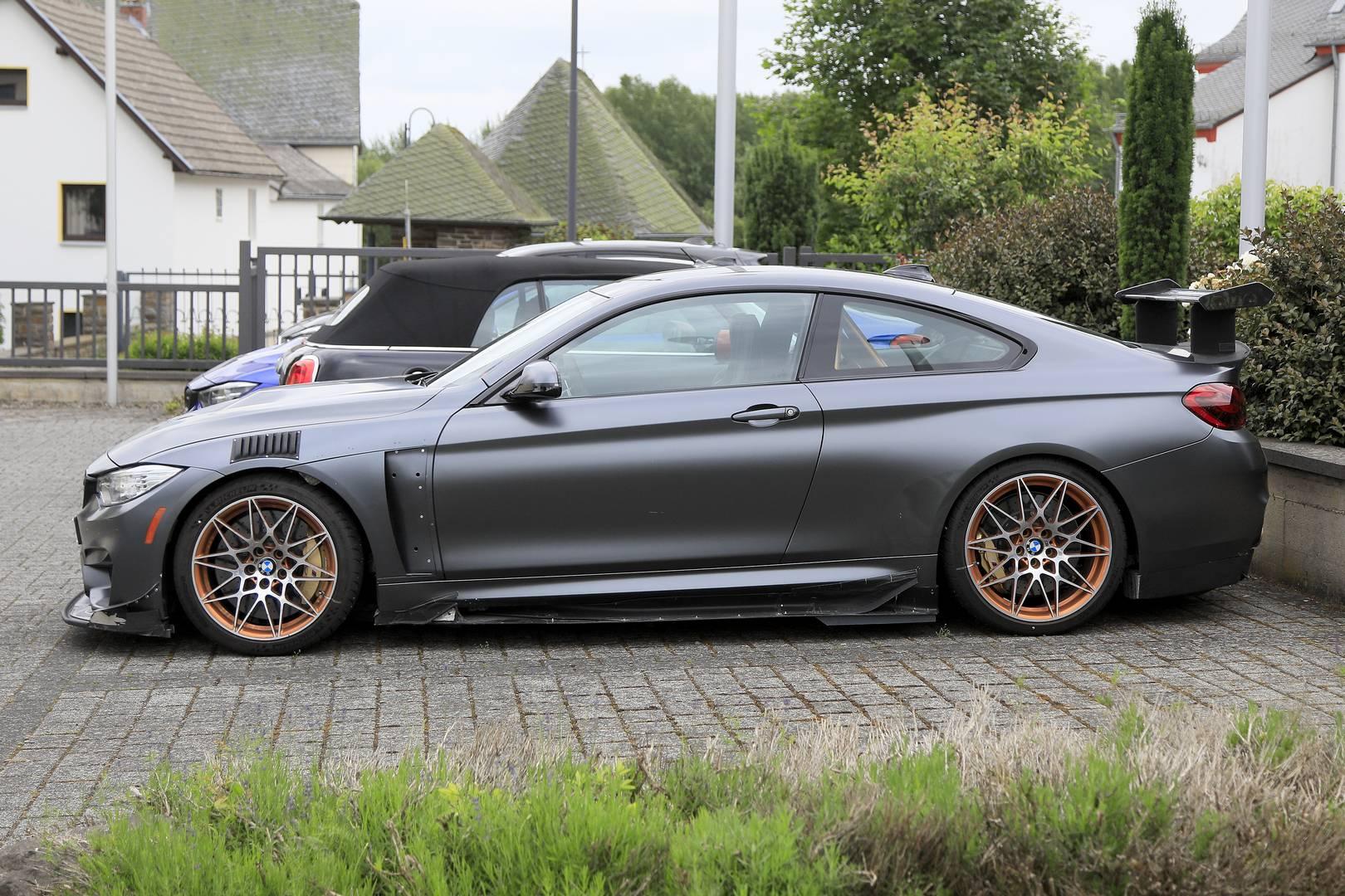 Фендеры на болтах, регулируемый передний разделитель, модифицированные накладки на пороги, огромные воздуховоды за колесами, массивный задний спойлер и задний диффузор; это всего лишь некоторые модификаций, которые отличают этот BMW M4 от стокового B