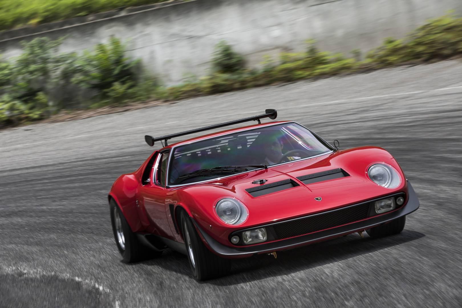 SVR является легендой среди коллекционеров Lamborghini. История восходит к уникальному Lamborghini Miura Jota, который была грустно потерян в результате аварии в 1970-х годах. Lamborghini отказался построить еще один, чтобы заменить разрушенный супер