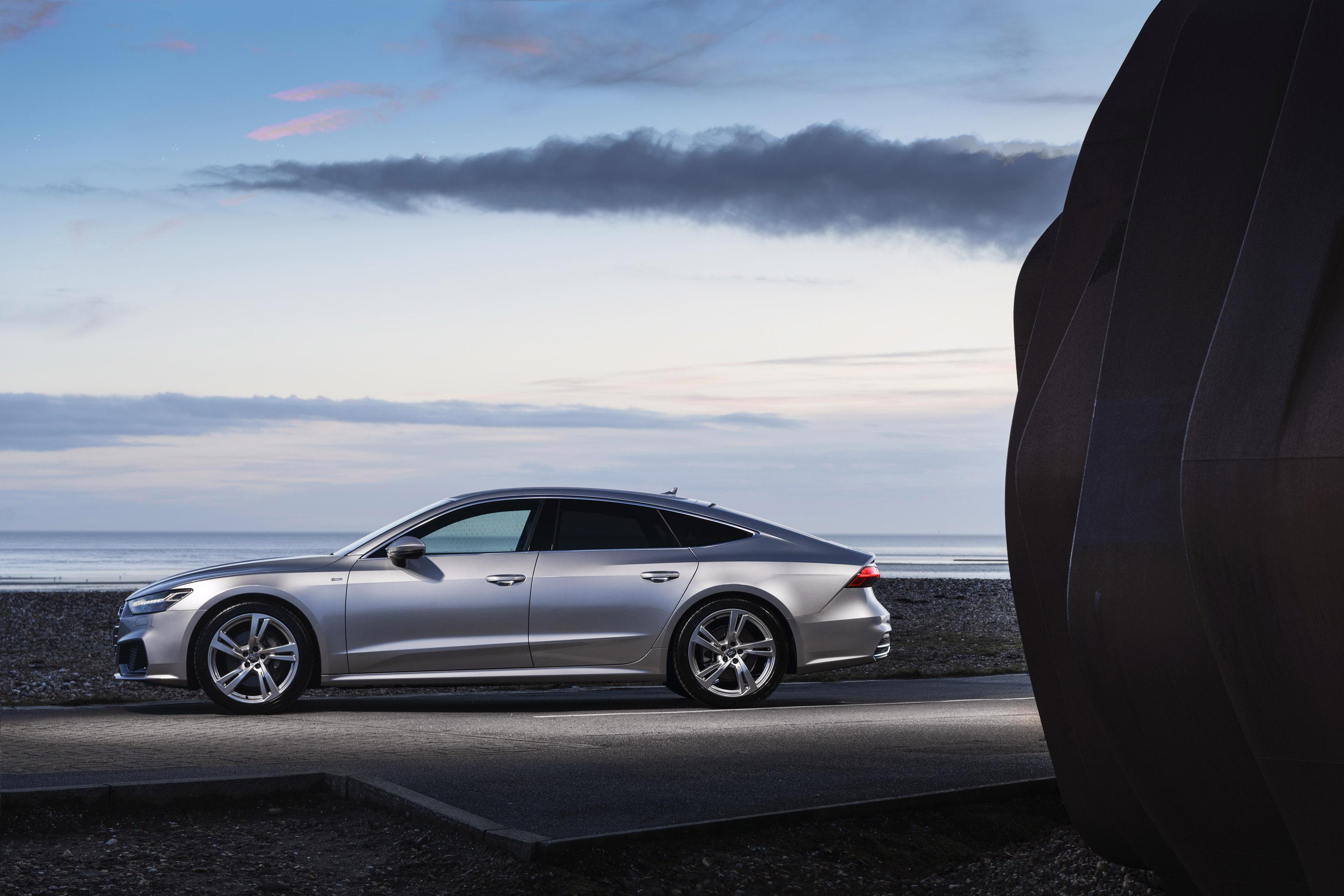 И хотя этот новый автомобиль имеет самую низкую мощность в целом по линейке A7, он не испытывает недостатка в производительности и гибкости - автомобиль может достигать 100 км/ч всего за 6,5 секунды и имеет максимальную скорость 250 км/ч.